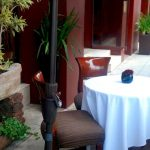 outdoor-restaurant-table-1244266-638x369