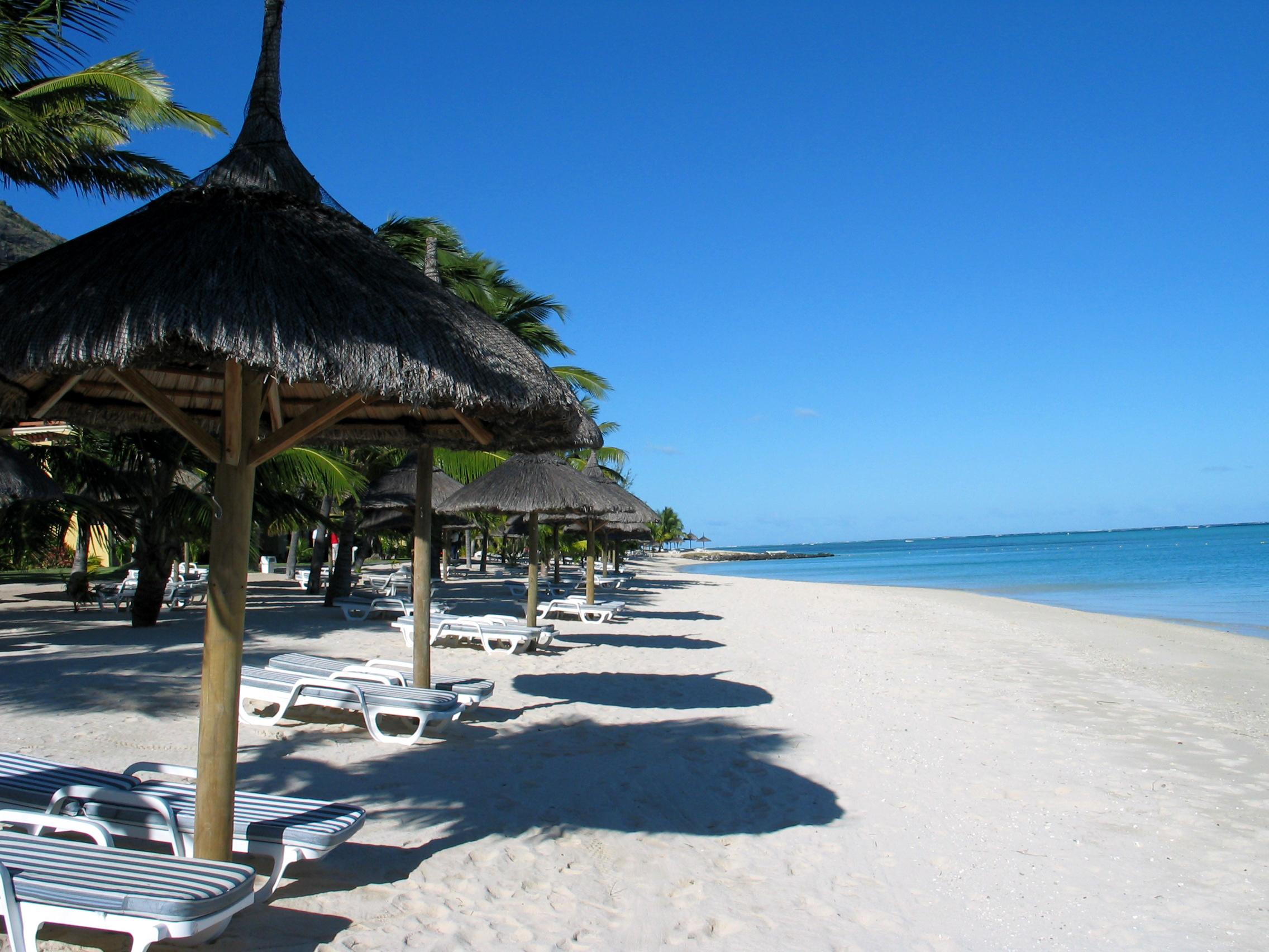 empty-beach-1517304